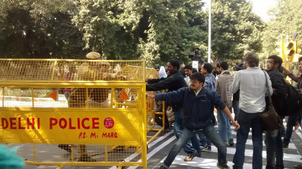 Protesters met with barricades and a resisting police protecting the Mahasabha.