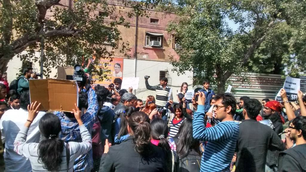 Protesters shouting slogans of freedom outside the Hindu Mahasabha.