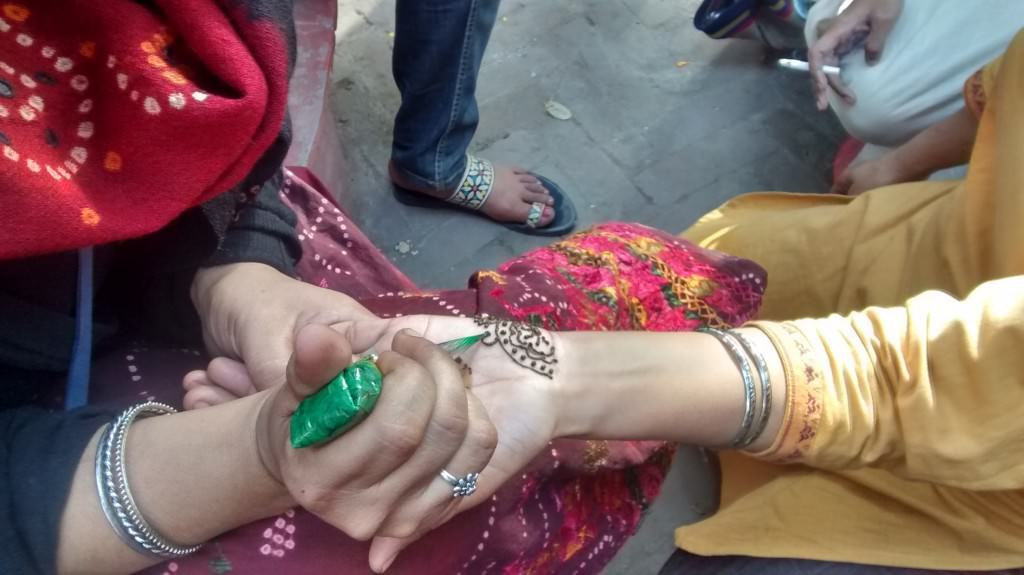And the mehendi ceremony starts..yes all inside the police station!