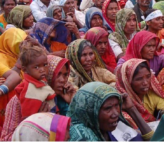 यूपी चुनाव 2017 : जहां महिलाओं पर है चुनावी दांव और घोषणाएं, बस नहीं है 'महिला'