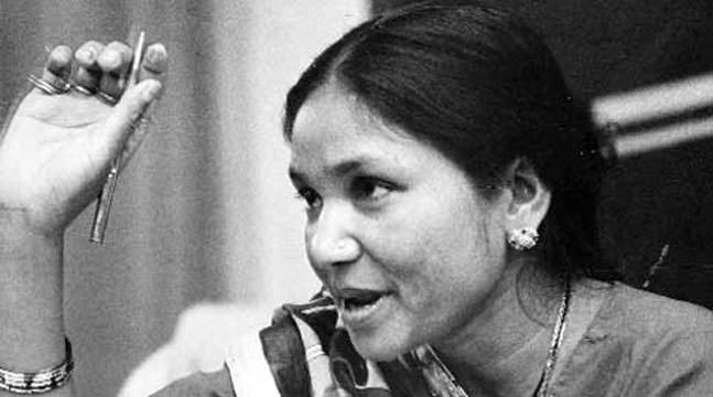 phoolan devi essay Phoolan devi ( hindi : फूलन देवी , phūlan dēvi ) (10 august 1963 – 25 july 2001), popularly known as bandit queen, was an indian bandit and later a member of parliament .