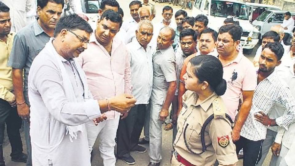 UP woman cop who stood up to bullying by BJP workers transferred