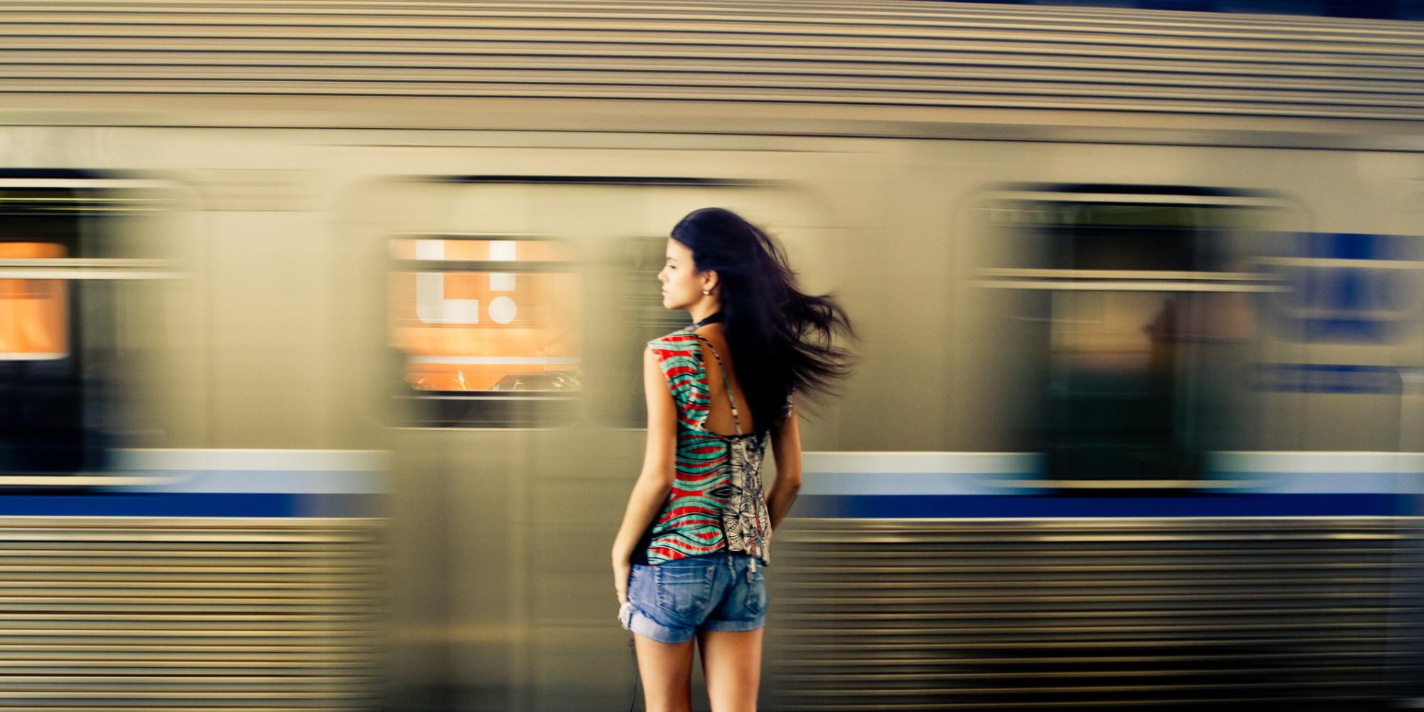 औरत क्यों न अपनाएँ सहज पहनावा?   Feminism In India
