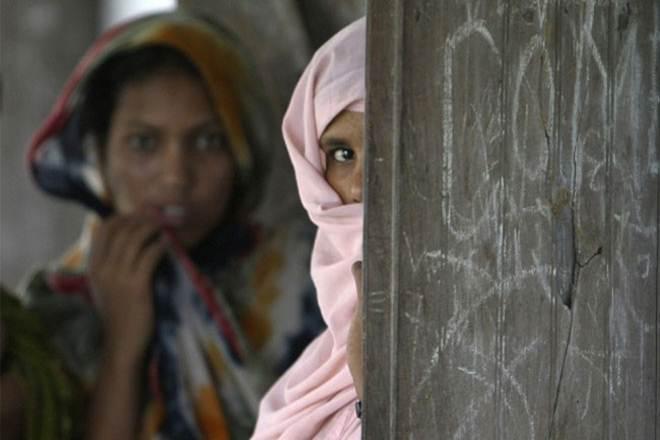 'माँ-बहन' वाली गंदी भाषा से बढ़ रही है महिला हिंसा | Feminism In India