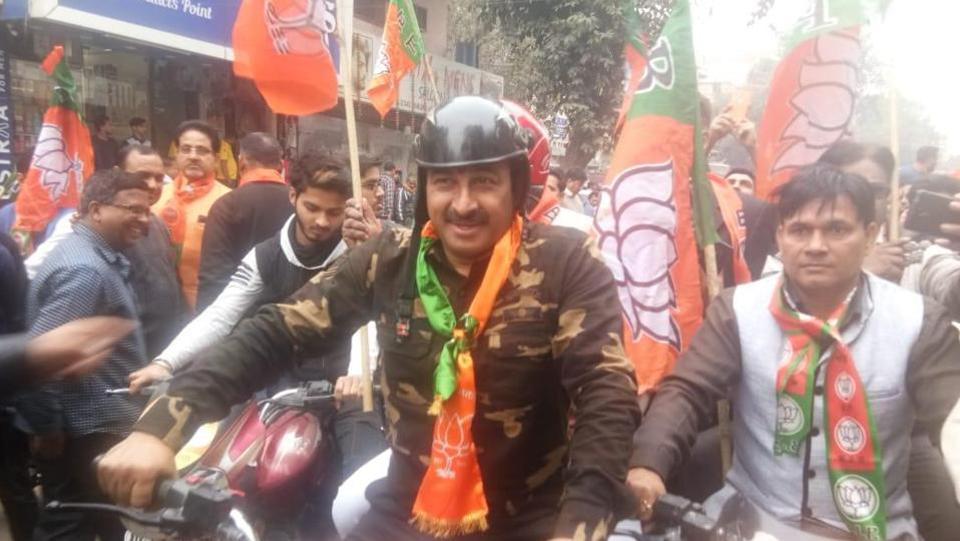 Manoj Tiwari at an election rally in army fatigues